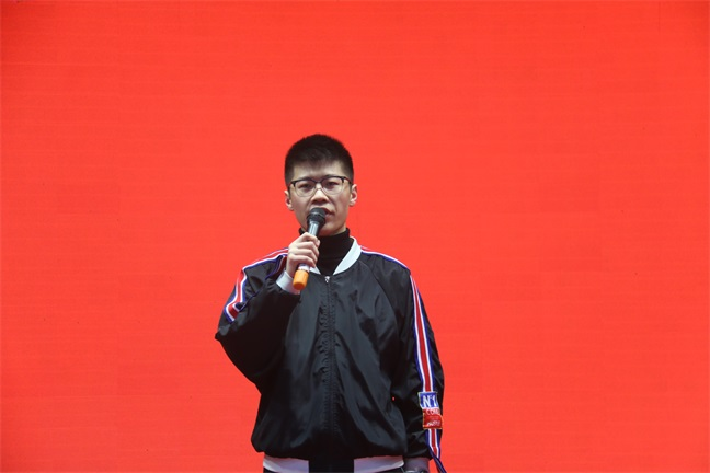 学生代表发表备考感言.JPG
